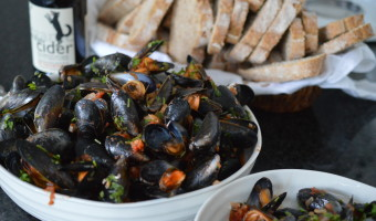 Mussels in Tomatoes and Cider